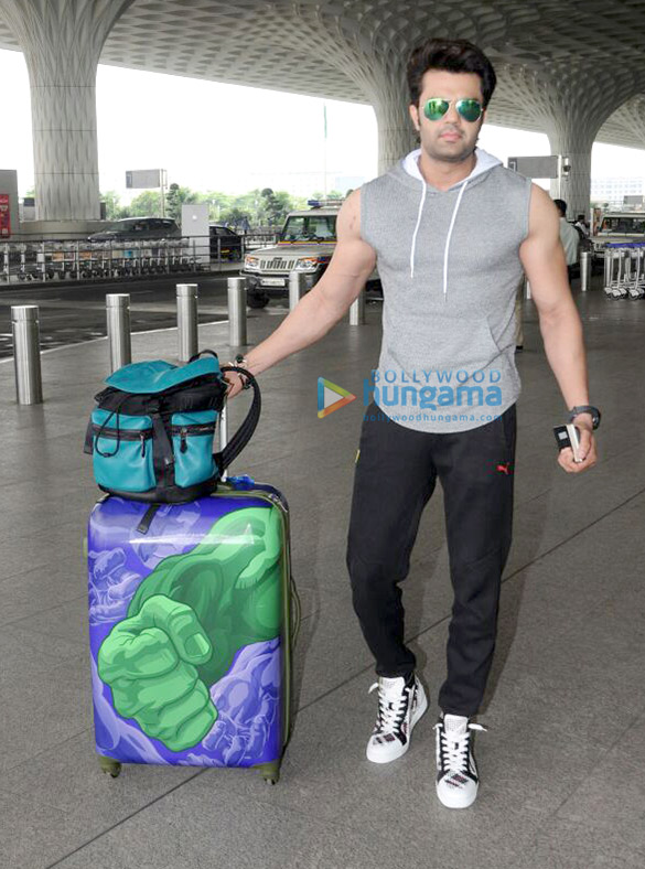 Manish Paul snapped at the airport