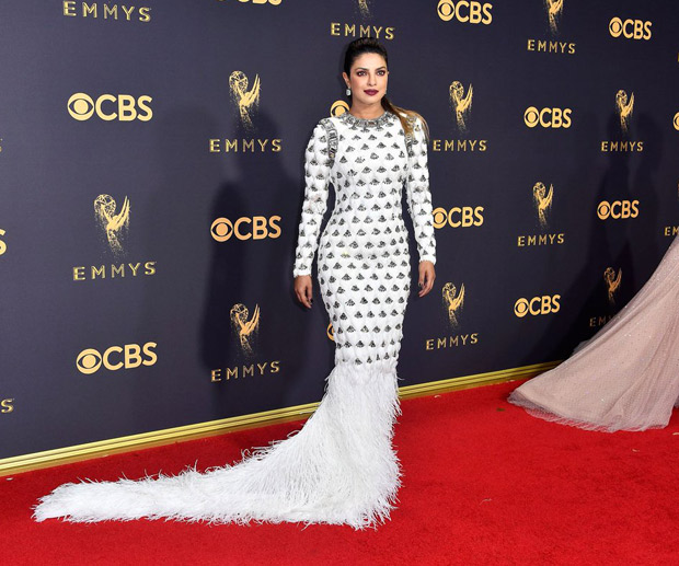 Fashion Alert ! Priyanka Chopra slays at Emmy's in Feathered Dress