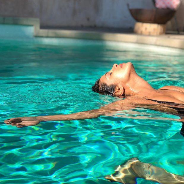 Priyanka Chopra soaks in sun1