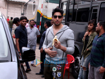 Sidharth Malhotra spotted after 'Ittefaq' photoshoot in Mehboob Studio