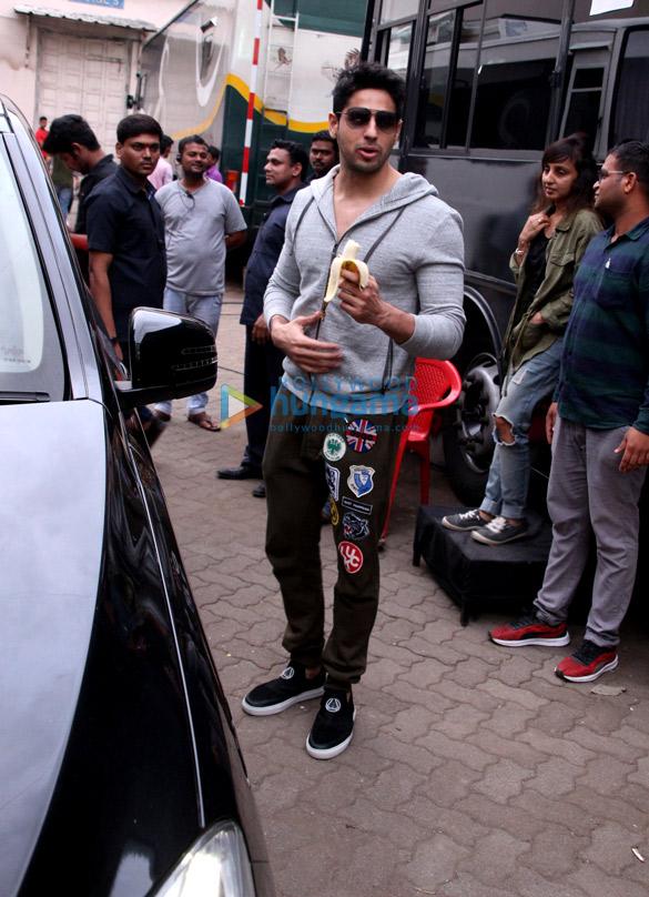 Sidharth Malhotra spotted after 'Ittefaq' photoshoot in Mehboob Studio