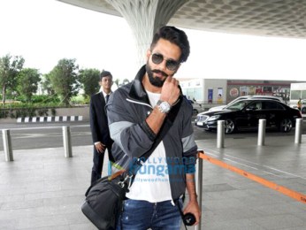 Sonam Kapoor, Shraddha Kapoor, Jacqueline Fernandez, Vidyut Jammwal and Rhea Kapoor snapped at the airport