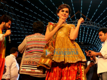 Varun Dhawan, Jacqueline Fernandez, Taapsee Pannu promote 'Judwaa 2' at Falguni Pathak's Navratri event