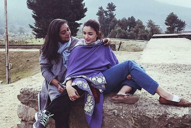 WOW! Alia Bhatt spotted chilling with Meghna Gulzar, Puneet B Saini on Raazi sets in Kashmir1