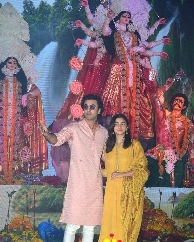 WOW! Ranbir Kapoor serves devotees at a Durga puja pandal in Juhu1