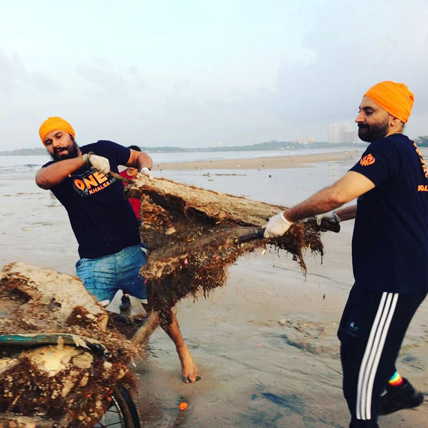 When-Randeep-Hooda-took-up-the-task-of-cleaning-up-Versova-beach-in-Mumbai-2