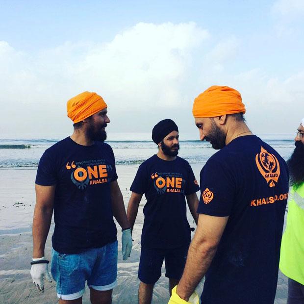 When-Randeep-Hooda-took-up-the-task-of-cleaning-up-Versova-beach-in-Mumbai-4