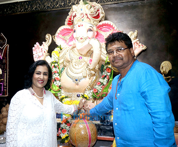 Anup Jalota and other celebrities grace the Ganpati pandal in Mulund that celebrates its 25th year