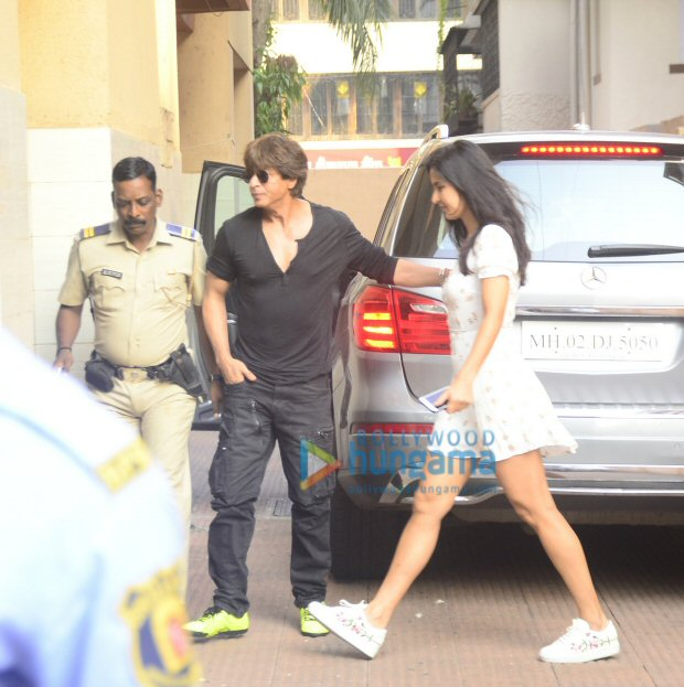 Check out Shah Rukh Khan, Katrina Kaif and Aanand L Rai step out together for lunch2