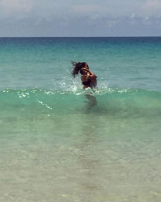 Lisa Haydon takes her 5-month-old son Zack to the beach-1