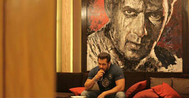 Salman Khan shows off his paintings at his chalet in Bigg Boss 11 house-2