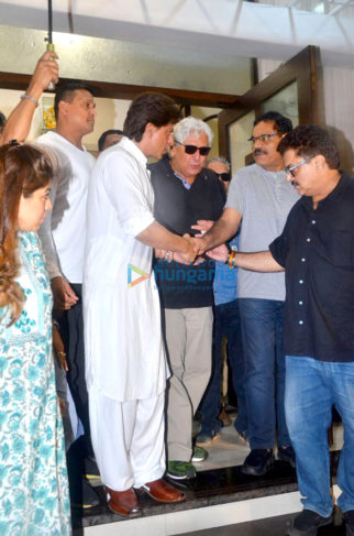 Shah Rukh Khan, Farah Khan, Divya Dutta and others at Kundan Shah's prayer meet