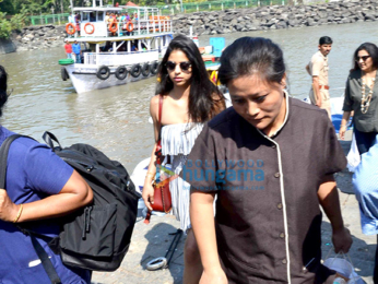 Shah Rukh Khan, Gauri Khan and his children snapped at Gateway Of India