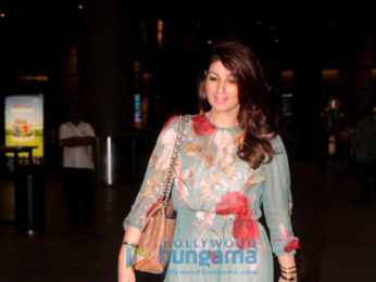 Twinkle Khanna and Manyata Dutt snapped at the airport