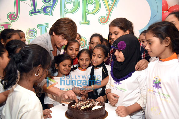 Cake smeared on Shah Rukh Khan2