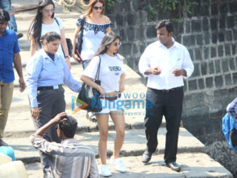 Gauri Khan, Shweta Bachchan Nanda snapped on the way to Alibaug for Shah Rukh Khan's birthday
