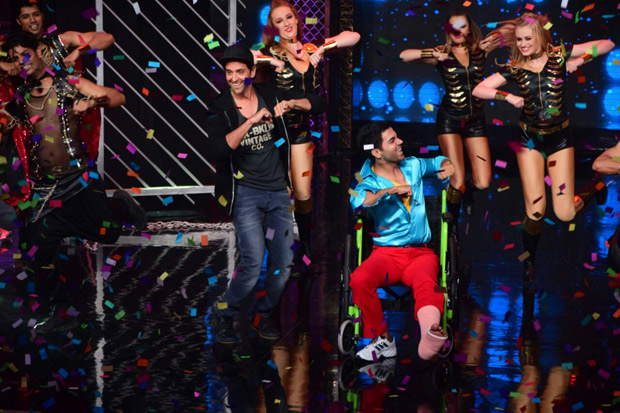 It was a riot on Lip Sing Battle with Hrithik Roshan, Kriti Sanon and Rajkummar Rao dancing together on stage (8)