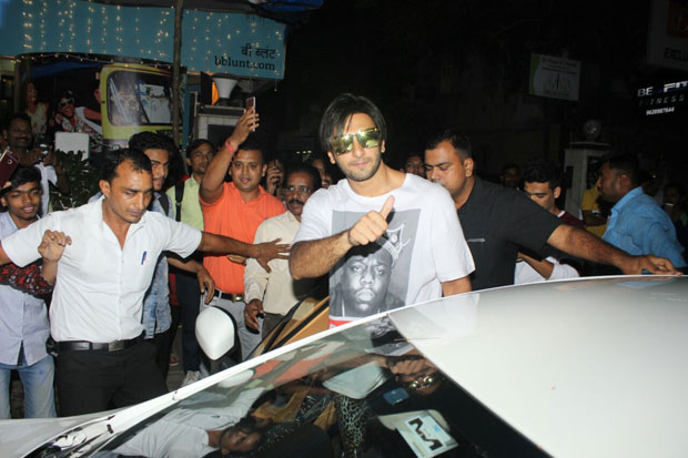 Ranveer Singh was spotted in his new look and we wonder what it is for-2