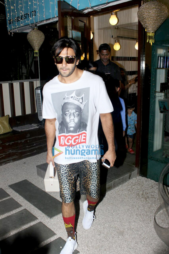 Ranveer singh spotted outside B-blunt, Khar in his new look