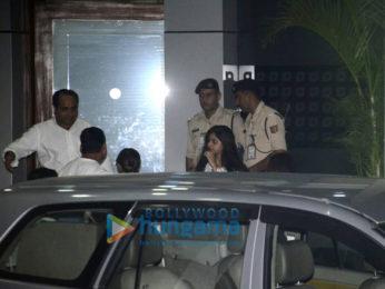 Shah Rukh Khan's family snapped post Charter Flight