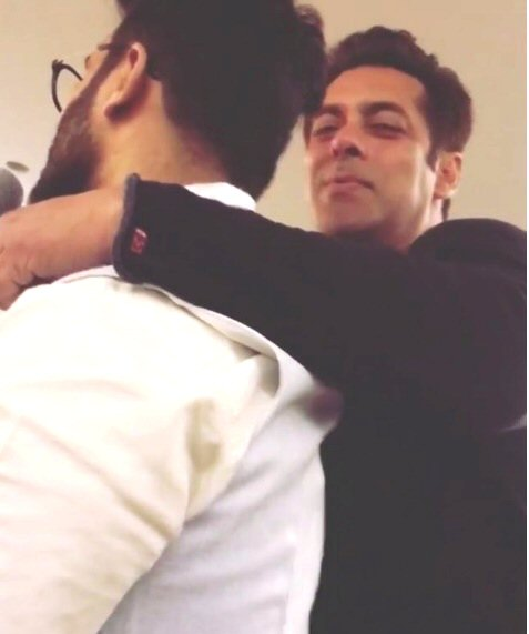 WATCH Salman Khan sings 'Jab Koi Baat Bigad Jaaye' for his parents on their 53rd wedding anniversary