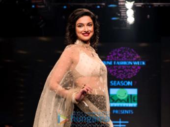 Divya Khosla Kumar walks the ramp for Rina Dhaka at the Pune Fashion Week 2017