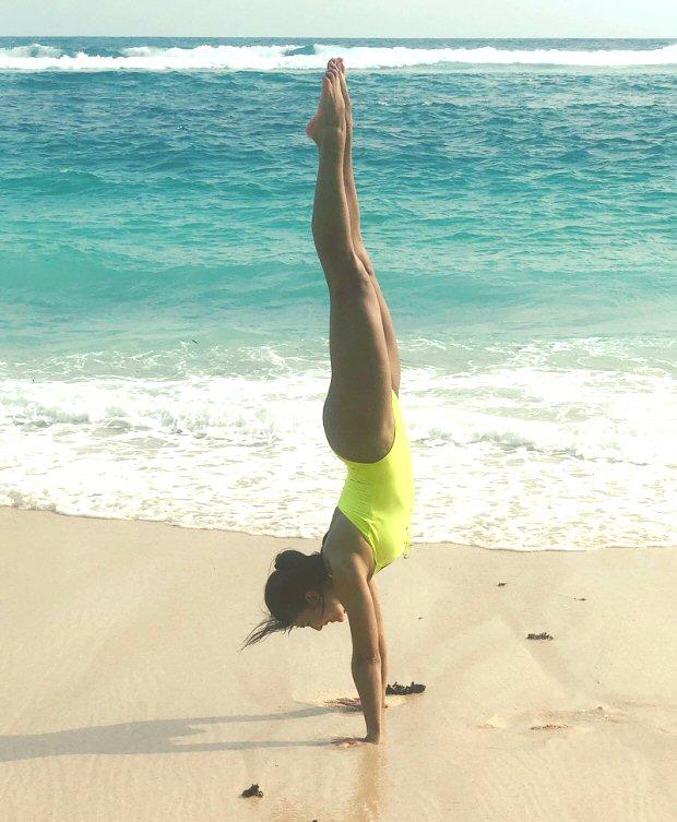 HOTNESS Jacqueline Fernandez flaunts her beach body in fluorescent swimsuit in Bali (2)