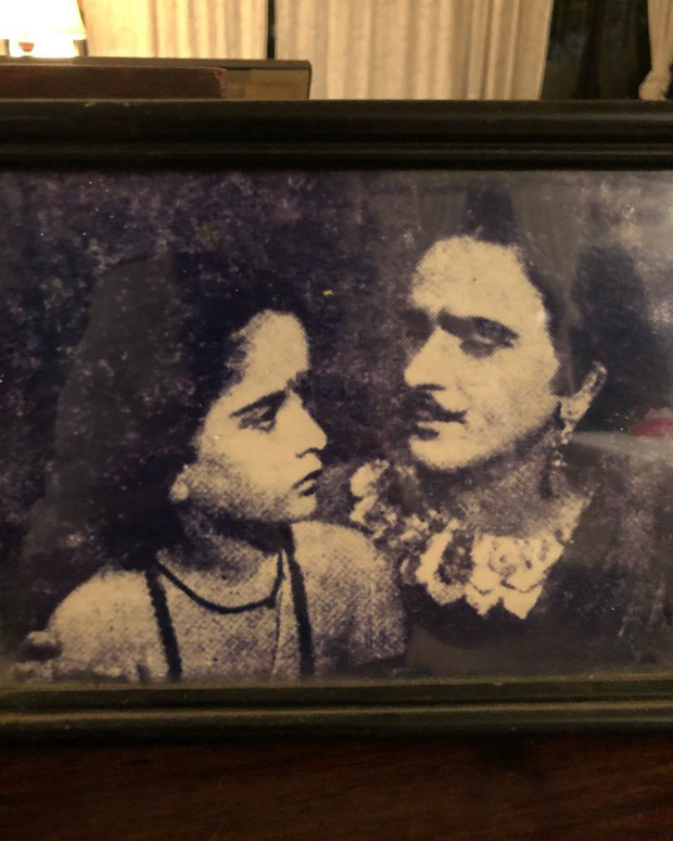 Karisma Kapoor and Neetu Kapoor give an emotional Shashi Kapoor!