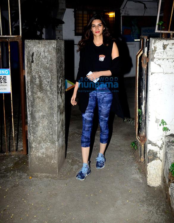 Kriti Sanon snapped at Kromakay in Juhu
