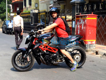 Kunal Khemu spotted on bike at Bandra