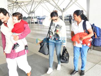 Saif Ali Khan and Kareena Kapoor Khan snapped at the airport