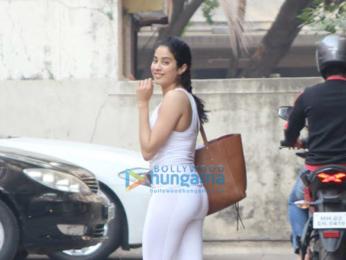 Sara Ali Khan and Janhvi Kapoor snapped at the gym