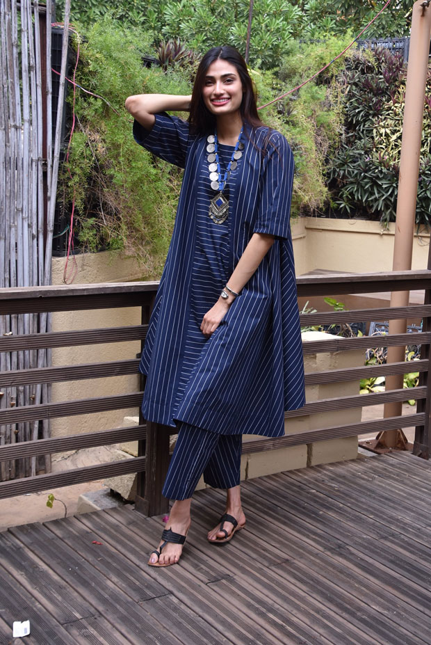 Shetty's effortless style play is fading away our Monday blues!