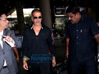 Akshay Kumar, Twinkle Khanna, Esha Gupta, Chiranjeevi and Kriti Sanon snapped at the airport
