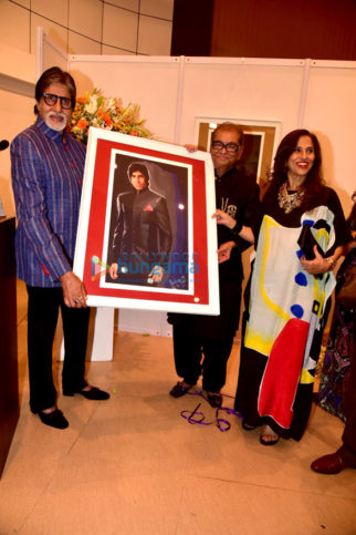 Amitabh Bachchan graces at Dilip De's art event