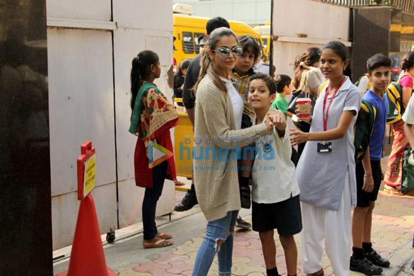 Amrita Arora snapped with kids