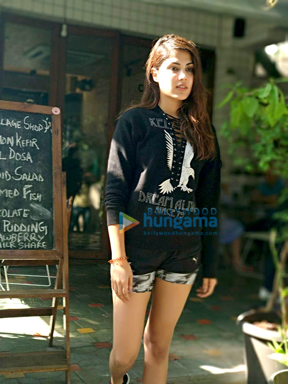 Rhea Chakraborty snapped post lunch (1)