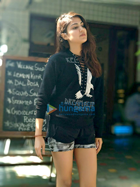 Rhea Chakraborty snapped post lunch (2)