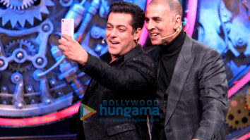 Salman Khan and Akshay Kumar on the sets of 'Bigg Boss 11'