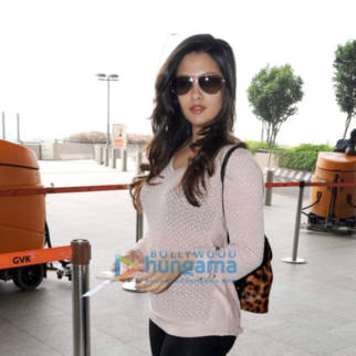 Shahid Kapoor, Soha Ali Khan, Pooja Chopra and others spotted at the airport