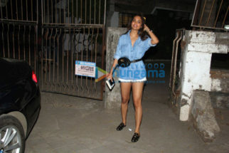 Esha Gupta snapped at Kromakay salon in Juhu