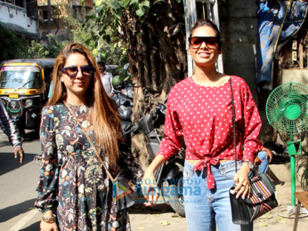 Esha Gupta snapped with her sister at Pali Village Cafe