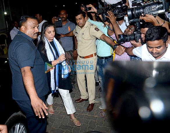 Farhan Akhtar and his mother, Saroj Khan, Ritesh Sidhwani and Farah Khan snapped at Anil Kapoor's house6 (5)