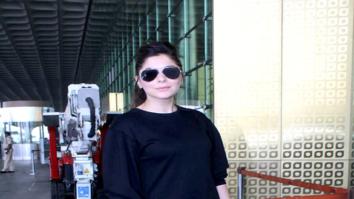 Kanika Kapoor snapped at the airport