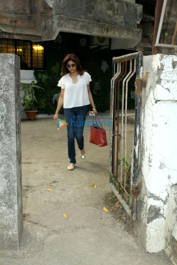 Shamita Shetty snapped at Kromakay in Juhu