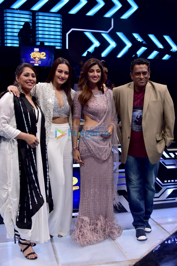 Sonakshi Sinha snapped on the sets of Super Dancer 2