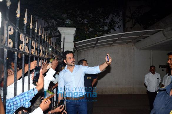 Emraan Hashmi meets fans near his apartment on his birthday (5)