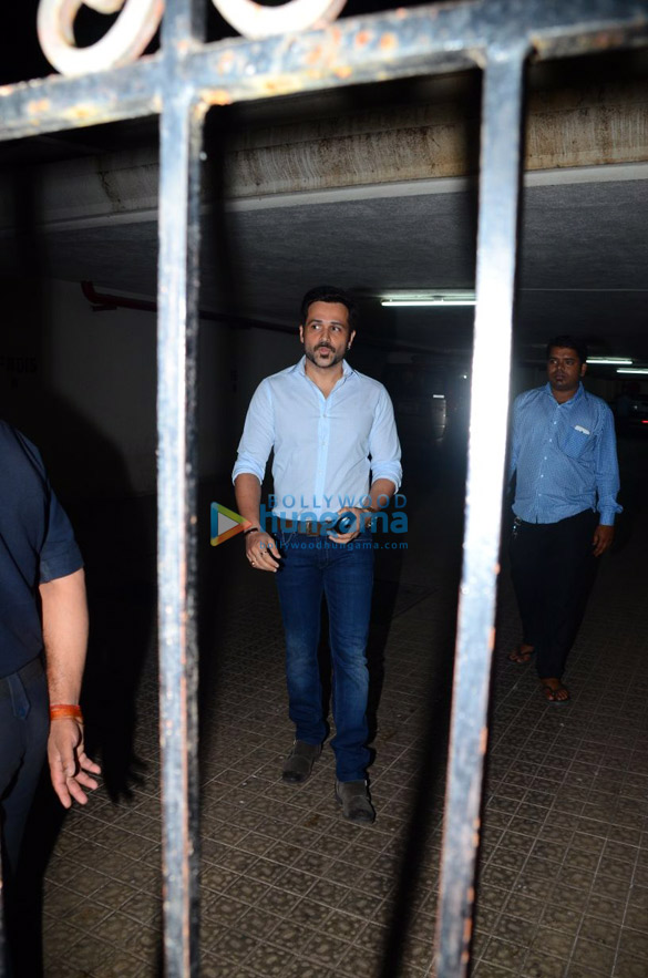 Emraan Hashmi meets fans near his apartment on his birthday (6)