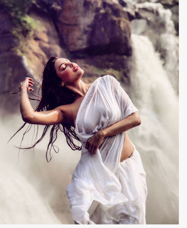 HOT: Kya Kool Hain Hum 3 fame Gizele Thakral's wet saree evokes Ram Teri Ganga Maili's Mandakini