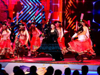 Sidharth Malhotra, Kriti Sanon and Madhuri Dixit perform at Mumbai T20 opening ceremony